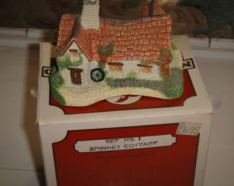 NatureCraft '85 England Mini House Figurines – No. 5 Almes House