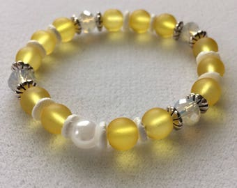 Sun Bracelet // handcrafted beaded stretch bracelet // light yellow