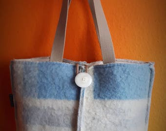 Bag of blanket fabric with linen lining.