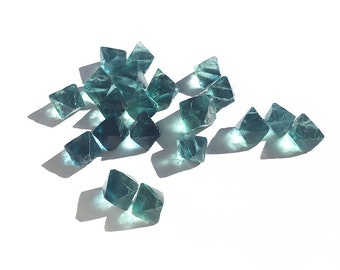 20 pcs/ lot 13--17mm Blue Fluorite Crystal Octahedron Gemstone Stone For Jewelry making (18031803)
