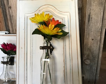 Single vase on cupboard door