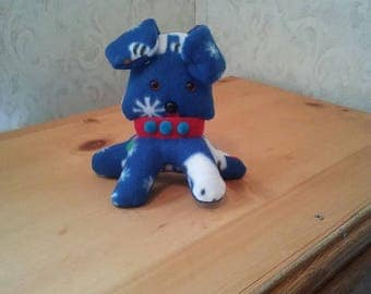 Puppy in Fleece blue n white snowflake  pattern. Hypoallergenic stuffing. Safety eyes n nose. Velcro collar. Measures 6 inches high.