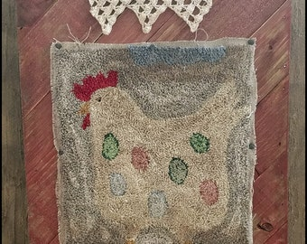 Primitive Punch Needle Rug Wall Hanging Chicken On Wood Plaque FINISHED Hand Made Fiber Art Needlework Hickety Pickety FREE SHIPPING