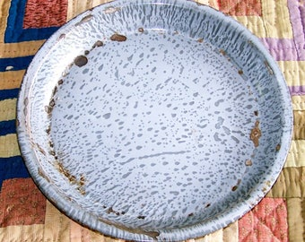 Vintage Graniteware Pie Plate, Farmhouse Antique Kitchen Decor, Grey Metal Enamelware Pie Pan, Metal Camp Plate, Pie Tin, Bakeware, Pie Dish