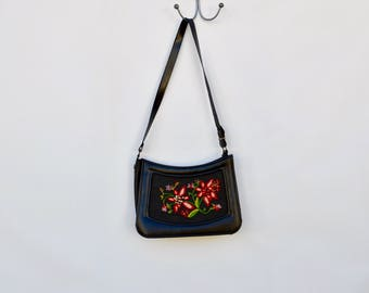 1960s floral embroidered granny purse