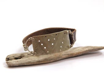 Tribal Etched Silver and Brown Leather Bracelet (B1337)