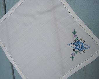 Vintage Linen Hankie, vintage Linen Handkerchief, Drawn threadwork hankie, hanky for embroidery