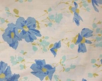 Vintage pair morgan jones pillowcases blue cosmos floral flowers 1970s bedding shabby chic boho hippie bedroom flower power romantic bedding