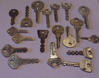 Vintage Old Key Lot of 19