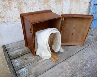 Vintage Antique  French 1890 wood bonnet box + lady's bonnet, coming from Vendée/art populaire/Primitive