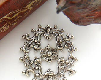 ANTIQUE SILVER * Crest Filigree Stamping ~ Jewelry Ornament Findings (FA-6076)
