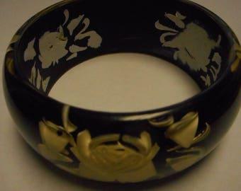 FANTASTIC REVERSE CARVED lucite bracelet black