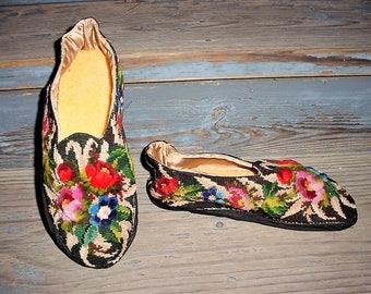 Vintage 70s Needlepoint Slippers Ladies 9-10 Wool Flower