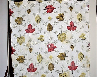 Leaf Print Barkcloth 30 in by 30 in Cotton Remnant Fabric Material As Is