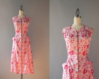 1940s Dress / Vintage 40s Cotton House Dress / 1950s Paisley and Roses Cotton Day Dress S small