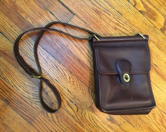 Brown Leather Coach Crossbody Purse. Brown Leather. Coach. Coach bag. Crossbody Bag.