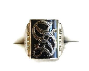 """SALE Antique Onyx 14K White Gold """"S"""" Signet Ring in Old English Gothic Script Vintage"""
