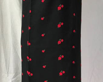 Vintage 60s Black with Red Embroidery Roses Shift Dress M