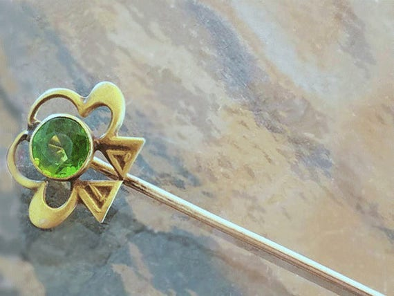 Antique Edwardian 10k gold green peridot doublet clover shamrock good luck stick pin / stickpin / lapel pin / tie pin / tie tack / brooch