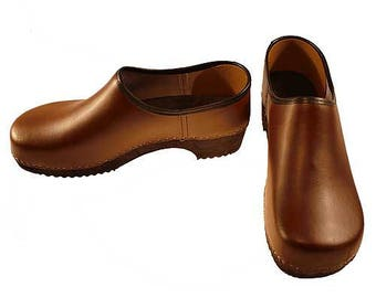 Closed Clog brown