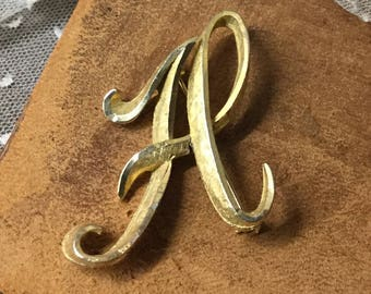 Script Letter A Signed Mamselle Gold Tone Brooch Pin Early 1960's Initial Fancy Cursive Alphabet Large Feminine Woman Mod Modern Formal