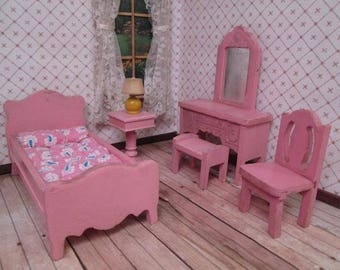 "Vintage 1930's Strombecker Dollhouse Furniture - 6 Piece Bedroom Set in Pink - 3/4"" Scale"