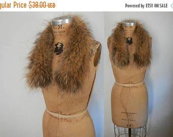 SALE Raccoon Fur Collar / genuine feathered fur
