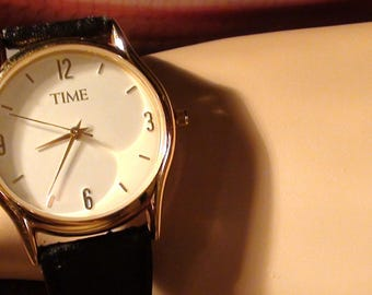 TIME Magazine Collectible 14K gold Plated  Wrist Watch Classic Leather Band  Working Vintage Excellent Condition