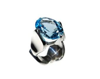 Blue Topaz Onde Ring