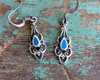 Vintage Southwest Style Earrings 925 sterling Silver and Turquoise