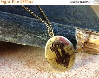 30% OFF Locket Necklace - Skeleton Key Jewelry - Vintage Illustration - Vintage Locket - Secret Garden Key - Antique Key Necklace