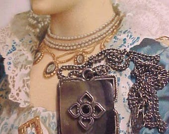 Vintage 50s Victorian Style Necklace Mother of Pearl Dainty DARLING Treasure So Feminine