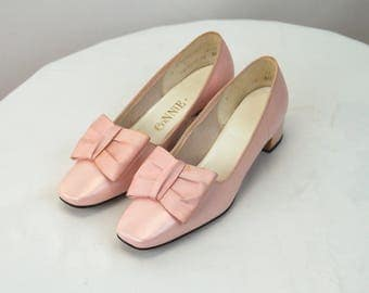 1960s shoes pink satin shoes with bow on tow Connie Mitsi shoes Size 6