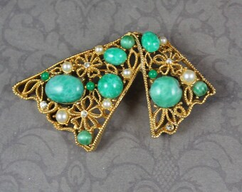 Vintage Green Glass, Rhinestone and Faux Pearl Filigree Gold Brooch