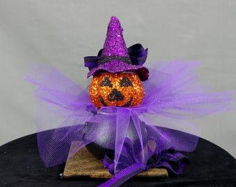 Jack O Lantern in a Cauldron Halloween Decoration , Jack O Lantern Decor, Halloween Mantel, Halloween Party, Halloween Pumpkin