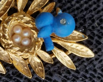 Vintage TRIFARI TREMBLER gold tone pin / brooch bird on a nest