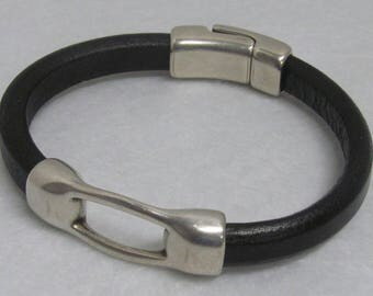 Regaliz Leather Bracelet ~ Black ~ Size 9""