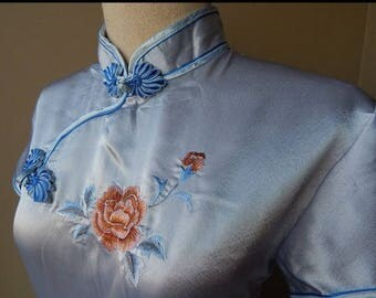 70% ON SALE Beautiful Blue Embroidered Flower Oriental Chinese Cheongsam Dress Bust 40 Waist 32 Hip 40