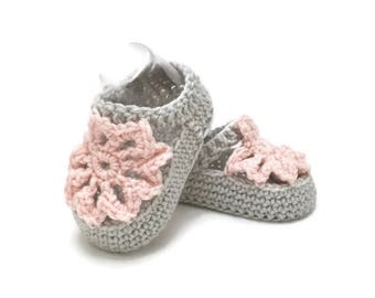 Knitted Flower Summer Sandals in Grey and Pink Merino Wool