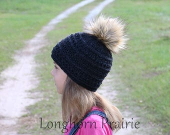 Textured Beanie with Faux Fur Pompom Black