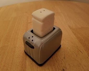 Vintage Toaster Salt and Pepper Shakers