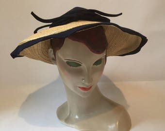 Smart 1930s to 1940s wide brim vintage straw and navy blue felt summer saucer hat with bow trim