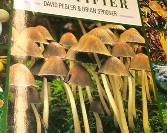 1992 Mushroom Guide Identifier ID 144 Illustrated Pages 340 Species Kinds Full Color Photographs Guide Book