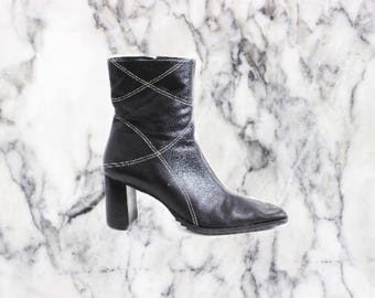 90s Minimalist Black Leather Heeled Boots with Stitching