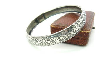 Engraved Sterling Silver Stacking Bracelet. Floral & Foliate Scroll Bangle. Half Inch Wide Rounded Surface. Signed Beau. Vintage 1960s