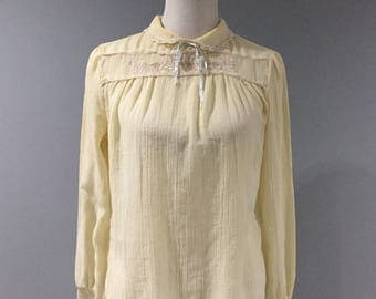 Vintage High Collar Blouse Womens Size Small S Light Yellow Embroidered Top