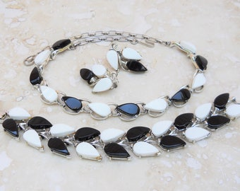 Vintage Black & White Thermoset Necklace, Bracelet, Earrings Demi Parure