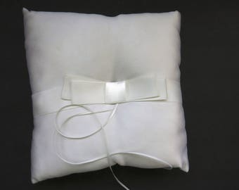 Vintage Wedding White Satin Ring Bearers Pillow - Satin Ribbon Ring Holders - Beverly Clark Collections - Unused - Bride Groom