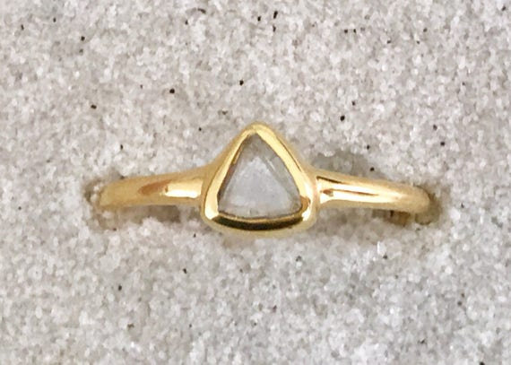 Diamond macke crystal and solid 18k gold ring