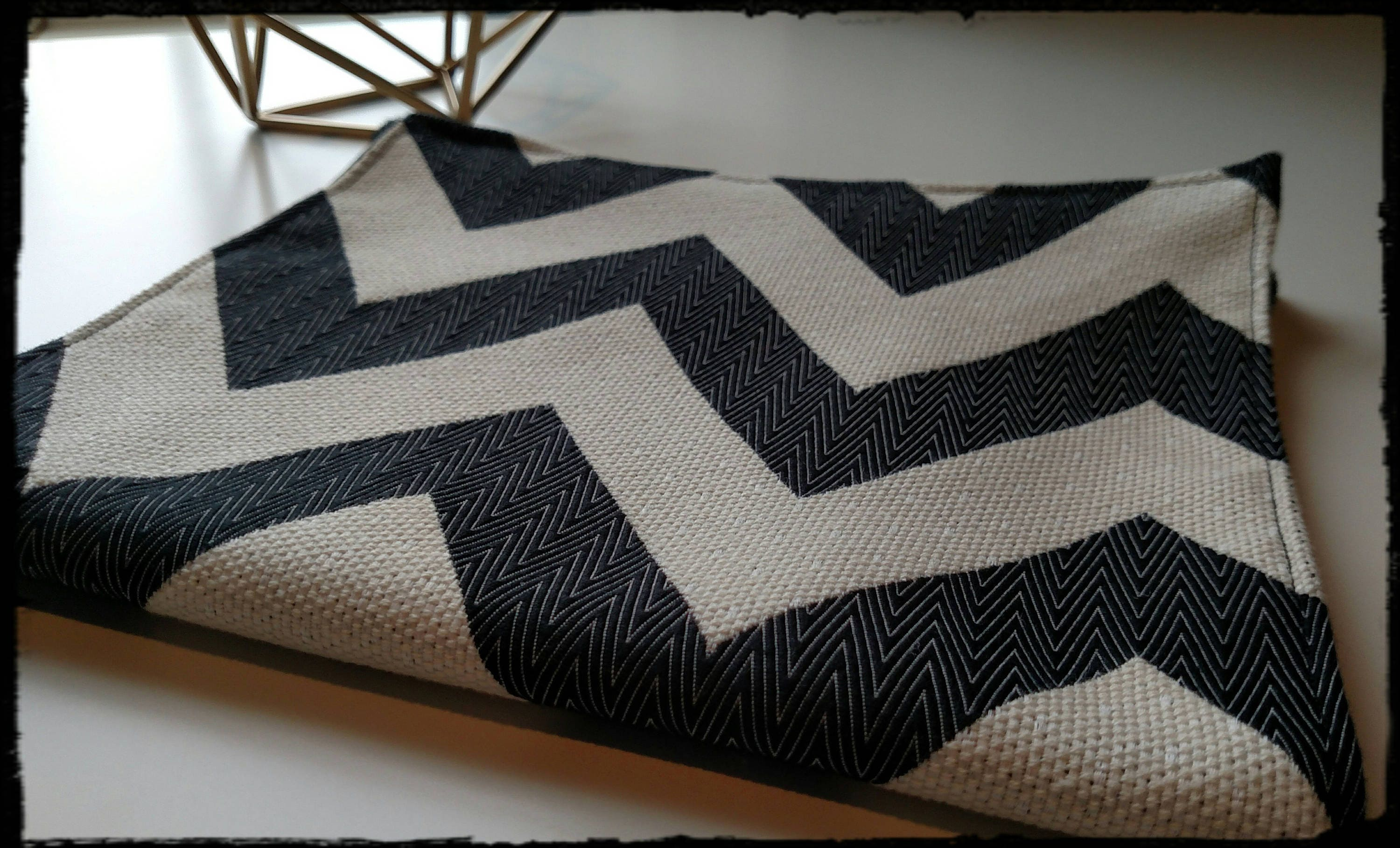DesignHer Bag Changeable Cover - Black and White Chevron Print ...